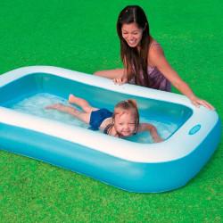 بركة سباحة مستطيلة الشكل من انتكس